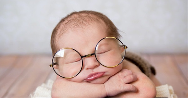 17 Adorable Poses For Newborn Photography