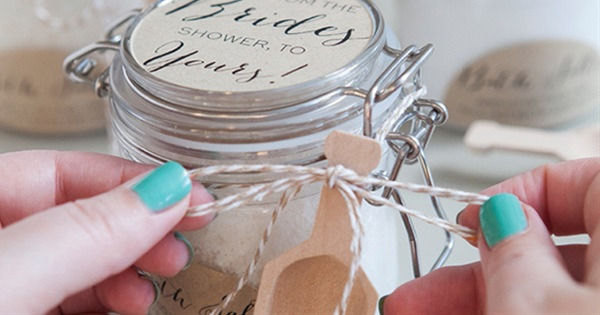10 DIY Wedding Favors Your Guests Will Love And Use