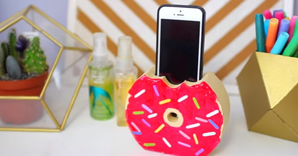 14 Easy DIY Accessories For Your Phone