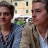 Dylan and Cole Sprouse so perfect oh my goddd !