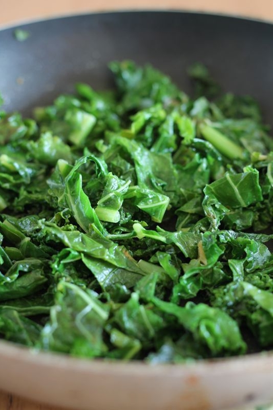 Ingredients: 8-10 large kale leaves (chopped into bite-size pieces, with stems removed.),  1 clove garlic (crushed and minced),  1/2 tablespoon extra virgin olive oil,  1/2 teaspoon pure cane sugar (or any sweetener of your choice),  1 to 2 teaspoon nutritional yeast flakes,  1/4 teaspoon salt (or to taste),  3 tablespoons water.