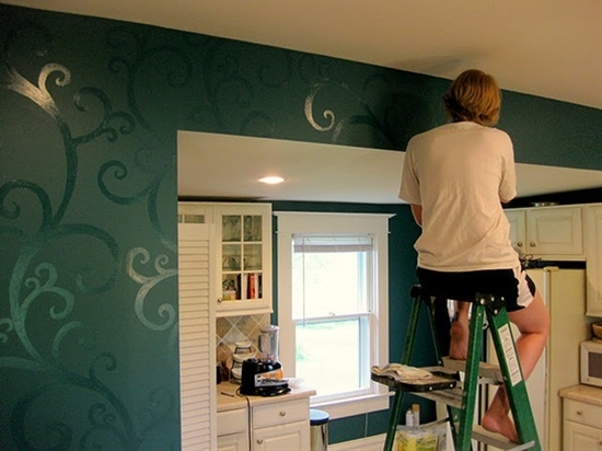 Paint a pattern on flat paint with the same color in high-gloss!