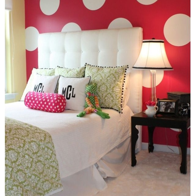 Teenage girls bedroom paint ideas. Check out this roundup to get plenty of ideas from these cool teenage girls bedroom! See other inspiring bedrooms for teen girls on the gallery!