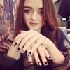 Game Of Thrones babe Maisie Williams hanging out in the Topshop Salon!