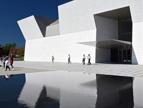 Fumihiko Maki completes white granite museum for the Aga Khan Foundation
