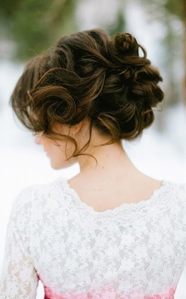 The great thing about having long hair to work with when it comes to choosing a wedding hairstyle is the versatility and choice you'll be able to get as long hair will allow you to get so many hairstyles to opt for!