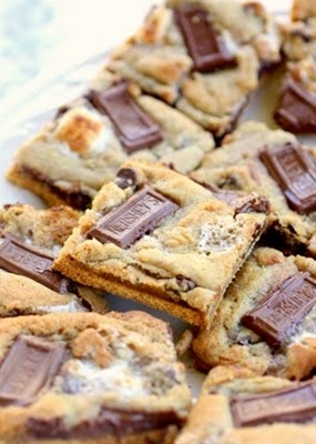 S'mores Cookies with graham cracker base