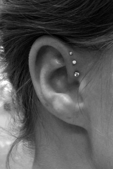 Ear piercings (piercings,cool)