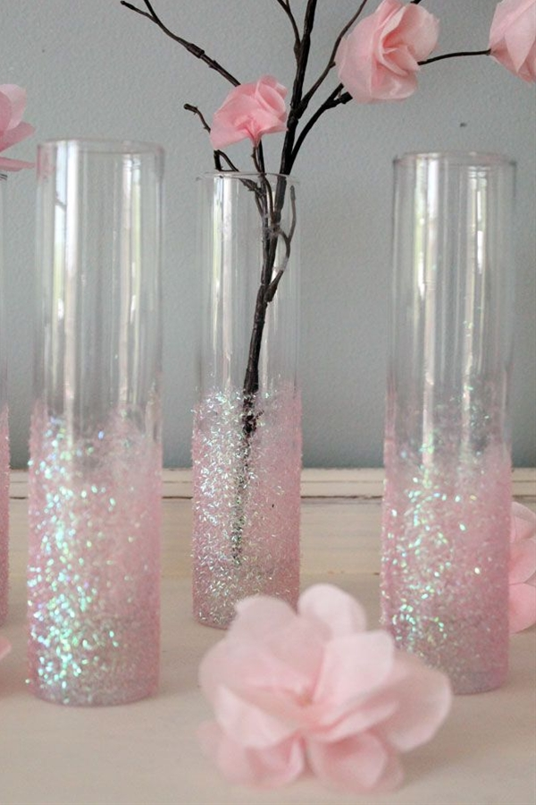 This would be perfect with aqua spray glitter & white flowers!