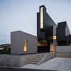 """Hillside """"Scape House"""" Disclosing a Surprising Geometry in Shiga, Japan"""