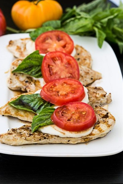 Want to enjoy a low-carb dinner? Make this simple caprese chicken, which marries the fresh flavors of a caprese salad with a dose of lean protein. Ripe tomatoes, tangy balsamic and fragrant basil a…