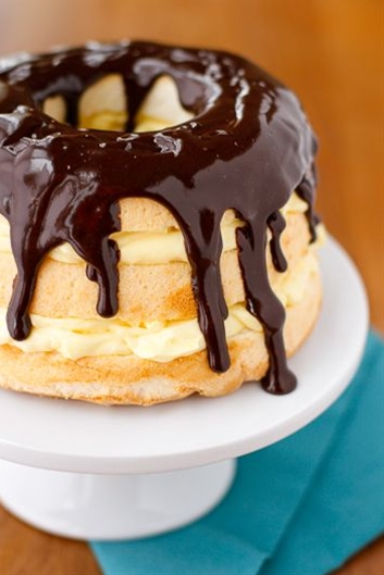 Ingredients: 1 package (3.4 oz.) JELL-O Vanilla Flavor Instant Pudding,  1-1/2 cups cold milk,  1-1/2 cups thawed COOL WHIP Whipped Topping, divided,  1 package (10 oz.) prepared angel food cake, cut horizontally into 3 layers,  2 oz. BAKER'S Semi-Sweet Chocolate, chopped.
