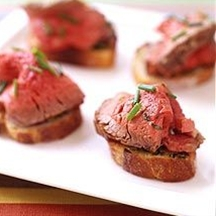 Filet Mignon with Garlic Toasts