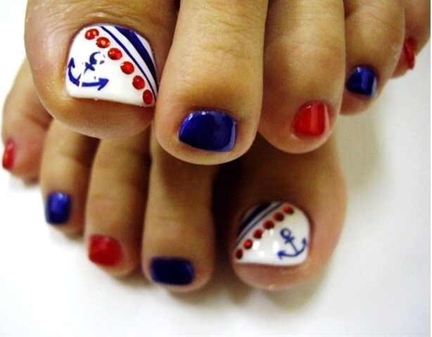 Take a peek at the following pretty pedicure nail art ideas that sync perfectly with the summer 2014 trends and draw inspiration for your next pedi session.