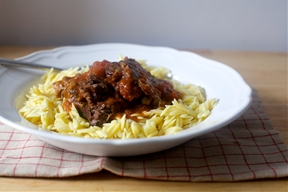 oven-braised beef with tomatoes and garlic