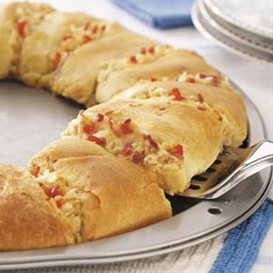 football sundays: Bacon Chicken Crescent Ring | substitute the canned chicken with a rotisserie chicken