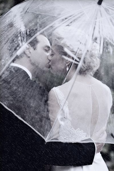 Is there anything more romantic than kissing in the rain under an umbrella? This photo makes a light drizzle more bearable.