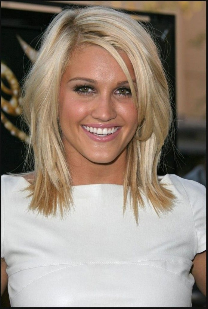 Shoulder Length Haircut For Round Faces