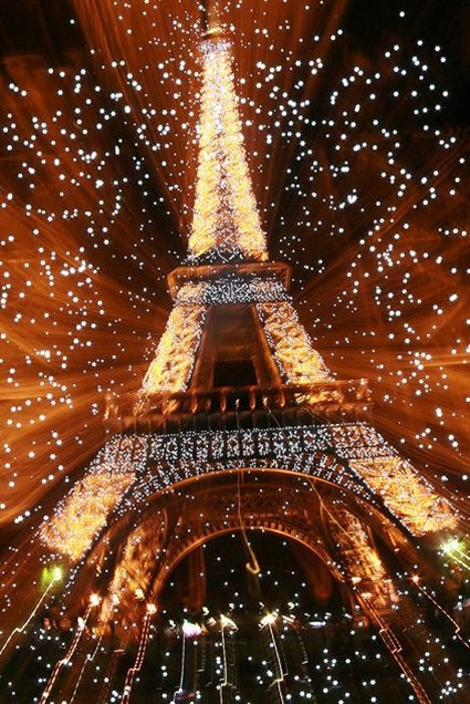 We were not there at New Year's but in October 2011. Love the dreamy look, Paris is always a good idea