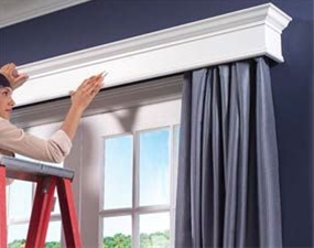 Design the cornice to fit your home,  Select materials and collect key tools,  Assemble the basic box,  Apply the trim,  Smooth and finish the cornice,  Mount the cornice over the window.