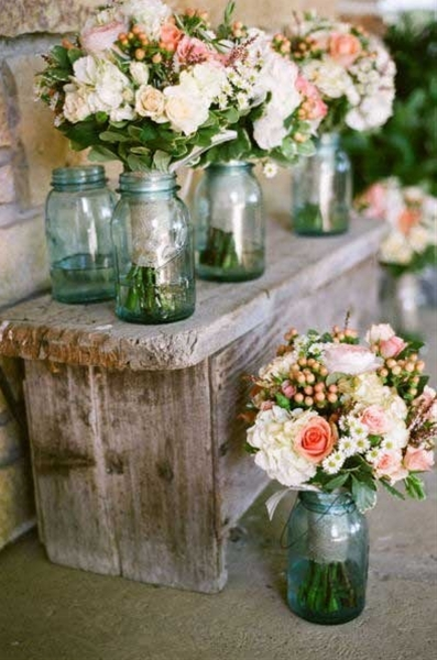 these arrangements planted in little square wood pots, soo pretty.