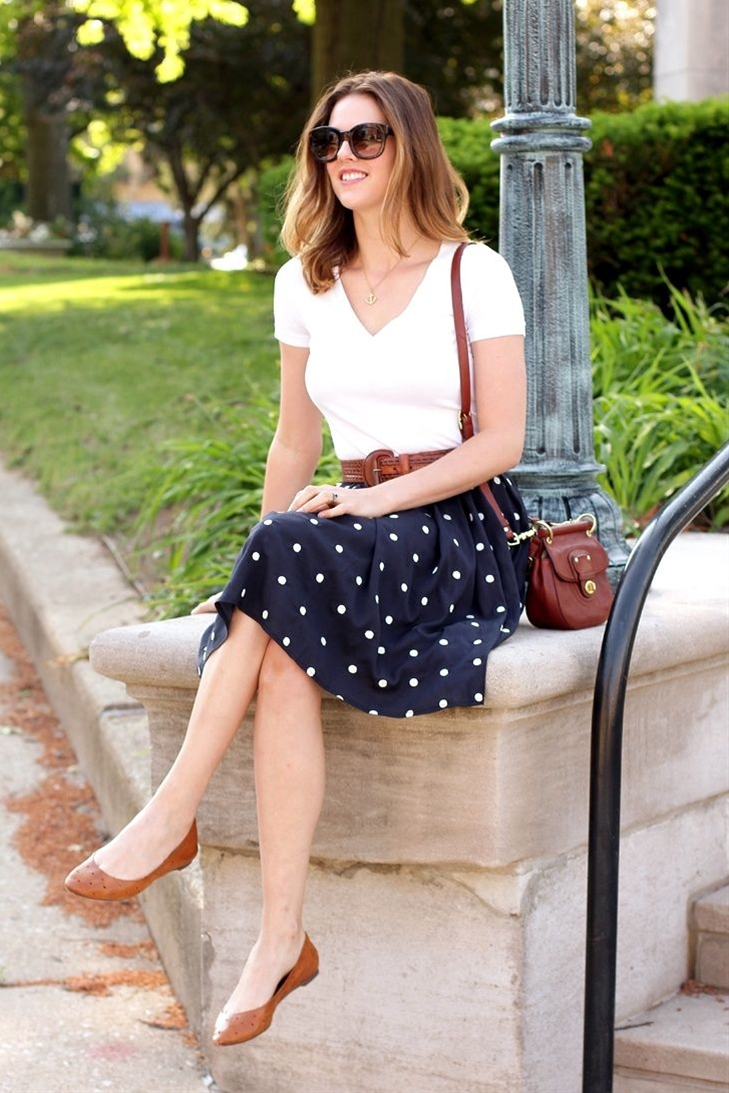 Plain tee with simple skirt, matching shoes and bag.