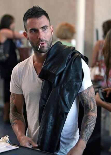 Adam Levine kieranteh