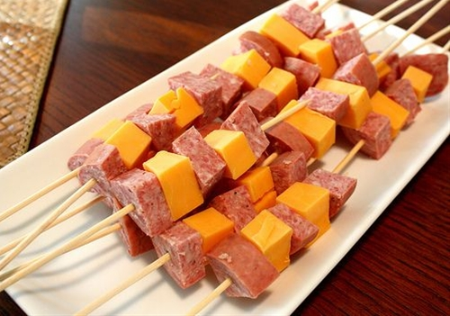 These skewers are great if you are trying to get in some protein while keeping your carbs as low as possible. Maybe you're in ketosis and want to stay that way, or maybe you just love meat and think veggies are for sissies. Either way, you'll enjoy these easy-to-make snack skewers. They couldn't be simpler.