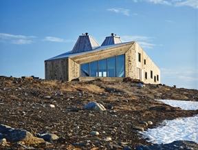 Remote mountain site hosts hikers' cabin by Jarmund/Vigsnæs Arkitekter