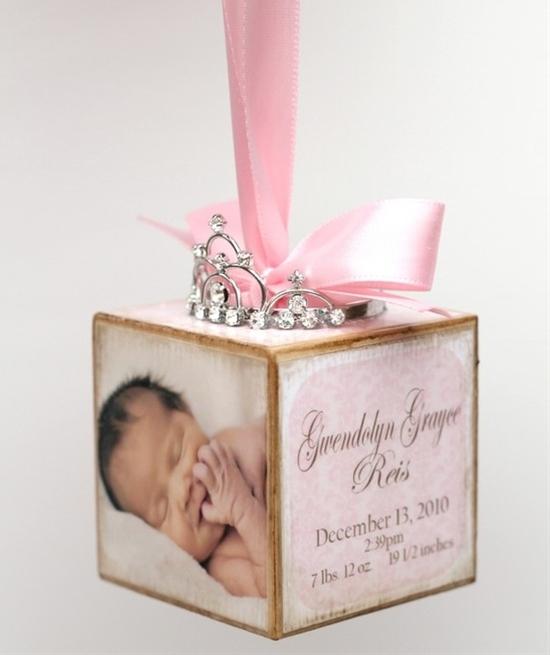 Adorable ornament idea! Do one for each child.