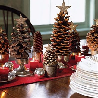 How  clever is that?  A little glitter star on top of a pine cone and you have a Christmas Tree!