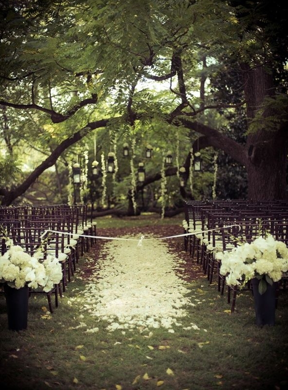 most people choose to renew vows in a house of worship, but why not get some fresh air we say. It is so much more fun and you can really get creative with decorations and scenery. If you both love the outdoors, why not set up your backyard or choose a beautiful winery for your vow renewal ceremony.