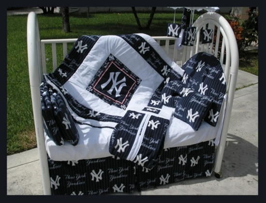 NEW YORK YANKEES baby crib bedding set!! Whaaaatt??? :)