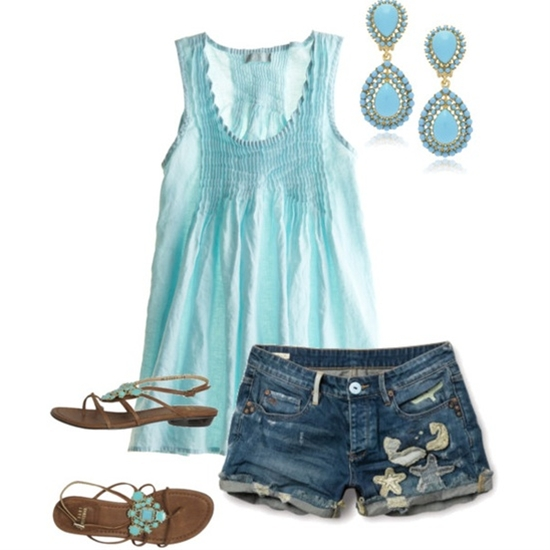 I love this powder-blue top.....not crazy about the shorts.....I'll leave those for the younger crowd:)