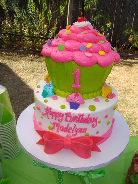 Mai Y's Birthday / pink and green cupcake