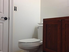 Before & After: Small Bathroom Finally Meets Its DIY Maker