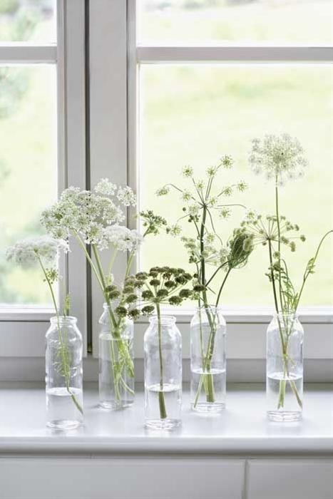 Fun idea for a simple wedding! Wedding flower ideas #wedding #weddingflowers #whiteflowers