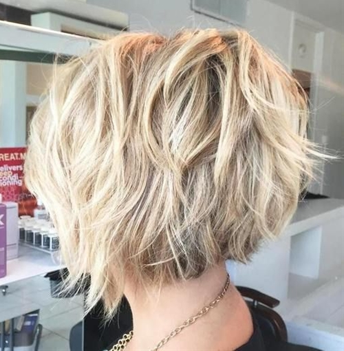 This bob is composed of a ton of cute flicks, aptly chopped, tousled and skillfully toned to look this amazing. Go for a textured choppy haircut with the length at the nape and angled front pieces. With a quality haircut on thick hair, styling your mane will be a breeze.