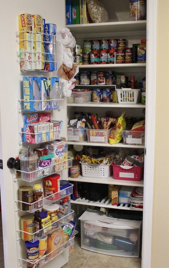 Great way to use every inch of space in your pantry with this pantry door organizer from Mom Endeavors