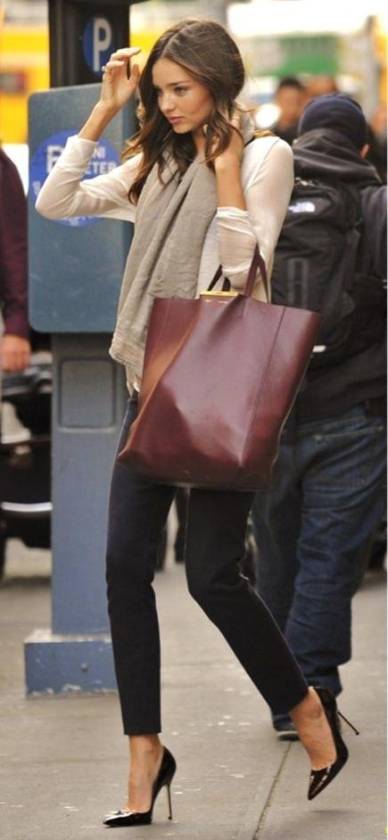 Cream / beige blouse.  Grey scarf.  Black skinny pants/slacks.  Classic black stiletto's.  Purse, perfect for laptop!