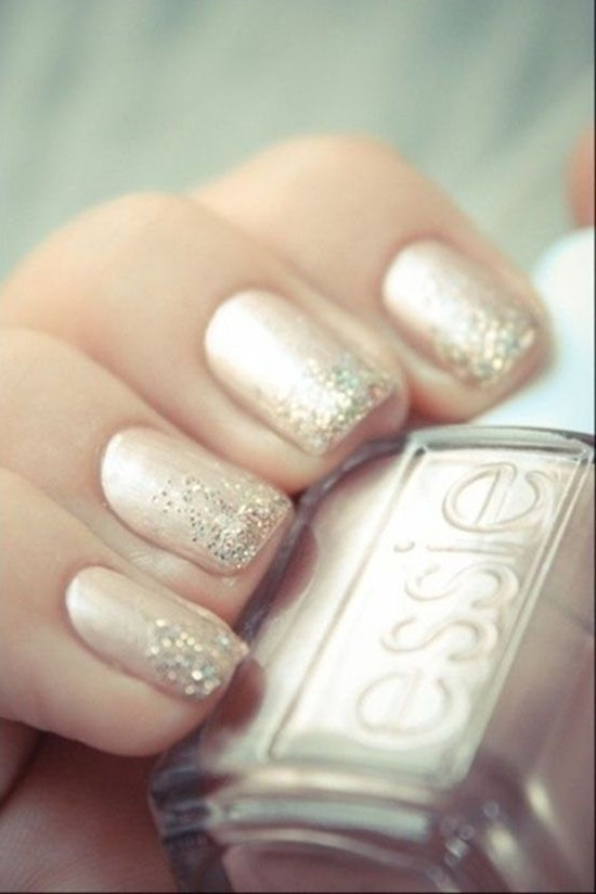 So much more original than just having a french manicure on your wedding day!