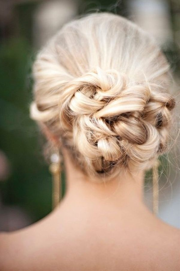 We're going to come out and say it: we love buns. Classic, chic bun hairstyle for your wedding day, that is.