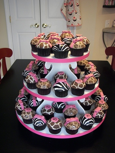 animal print cupcakes- great for a safari theme party