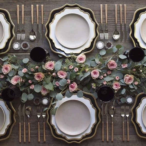 For the most enviable table settings, look no further than Casa de Perrin's inspiring Instagram feed. Brace yourself for the endless source of perfectly mixed-and-matched plates, creative place settings and drop dead gorgeous glassware.