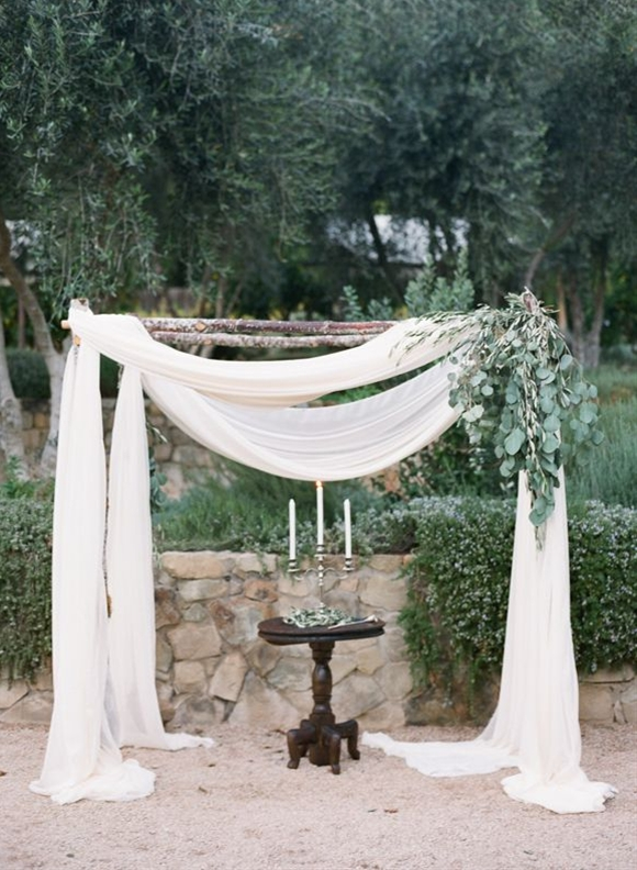 We are honored and thrilled to feature this lovely organic, neutral, and intimate California wedding