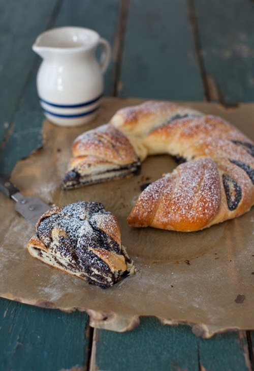 Russian Monday: Honey Poppy Seed Roll - Bread   Russian food, Russian recipes and desserts