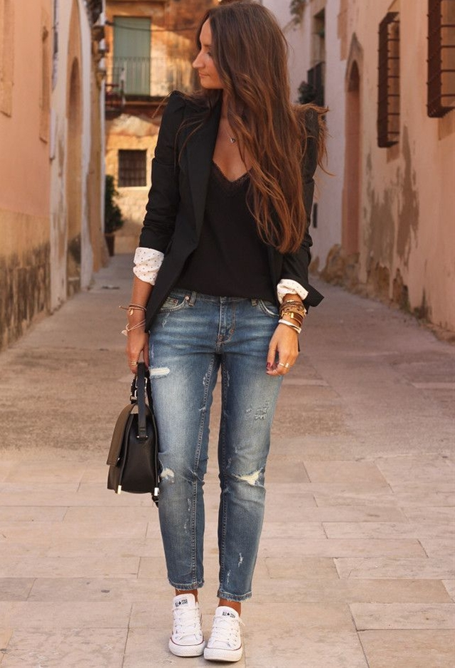 Pair your jeans with heels and get a classy, edgy and super-tough look. It's very trendy and many women combine their outfits in this way. The ways to look good in jeans are endless. Browse through the photos and get inspired for your next outfit.