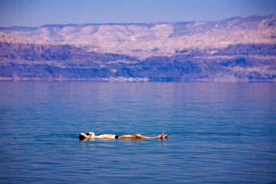 {been here, 2012} such a weird sensation being able to float effortlessly with stunning surroundings! i visited the israeli side and could've stayed here all day - Dead Sea, Israel/Jordan //JN