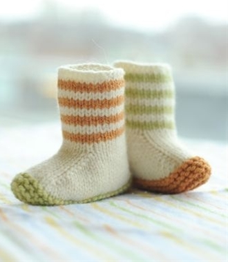 lovebug knit booties