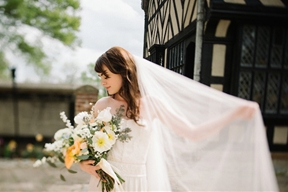 English Garden Bridal Inspiration (With the Most Gorgeous Blooms!)